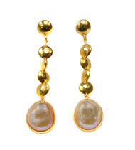 18kt Yellow Gold Earrings with Ikecho Pearl
